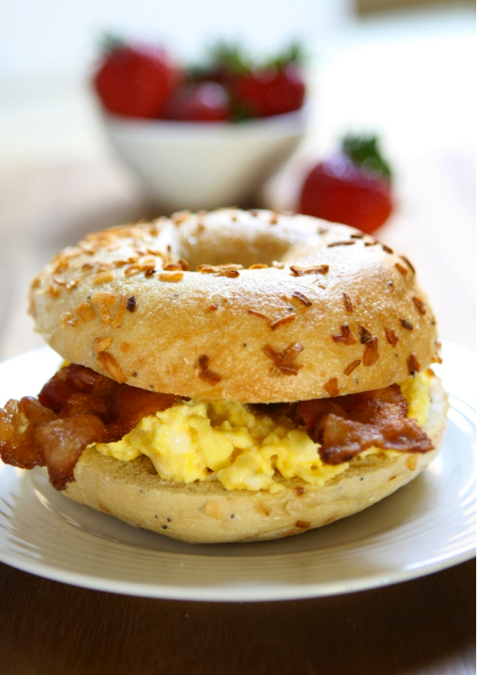 EASY CHEDDAR, EGG AND BACON BREAKFAST SANDWICH {GUEST POST}